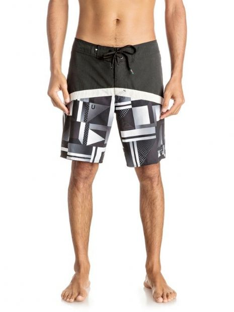 QUIKSILVER MENS SHORTS.NEW CHECK CRYPT 19